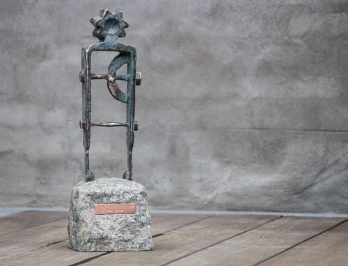 """Golgata lll"", massiv bronze, granit, h:44, irret model (grøn). 11.000,- dkr."