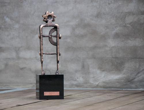 """""""Golgata lll"""", massiv bronze, sort granitsokkel, h:44.  11.000,- dkr."""